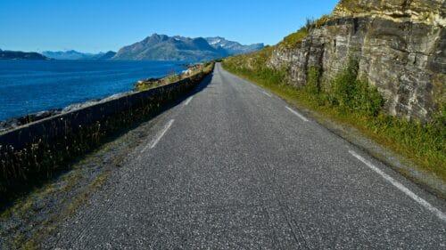 Langs veien på Kjerringøy