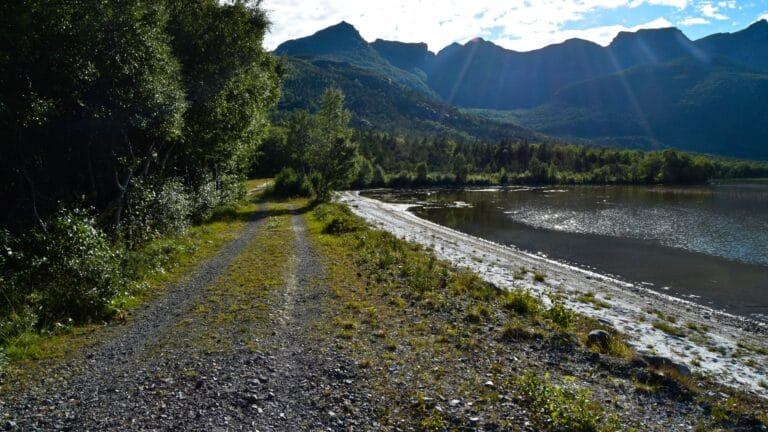 Langs veien til Sørvatnet